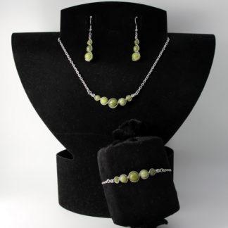 Parure : boucles d'oreilles / bracelet / collier Perles de Jade.