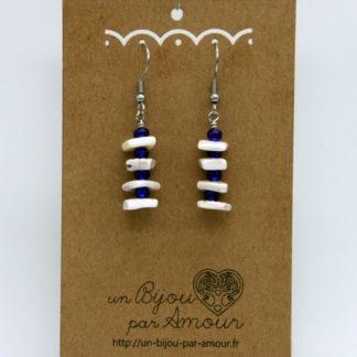 Boucles d'oreilles tour de coquillages et perles rocaille bleue marine