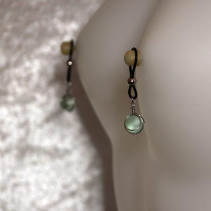 Bijoux pour seins sans piercing, Pendants petite bille verre dépolie en cage.