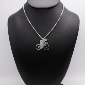 Pendentif Cycliste en aluminium sur chaîne acier inox.